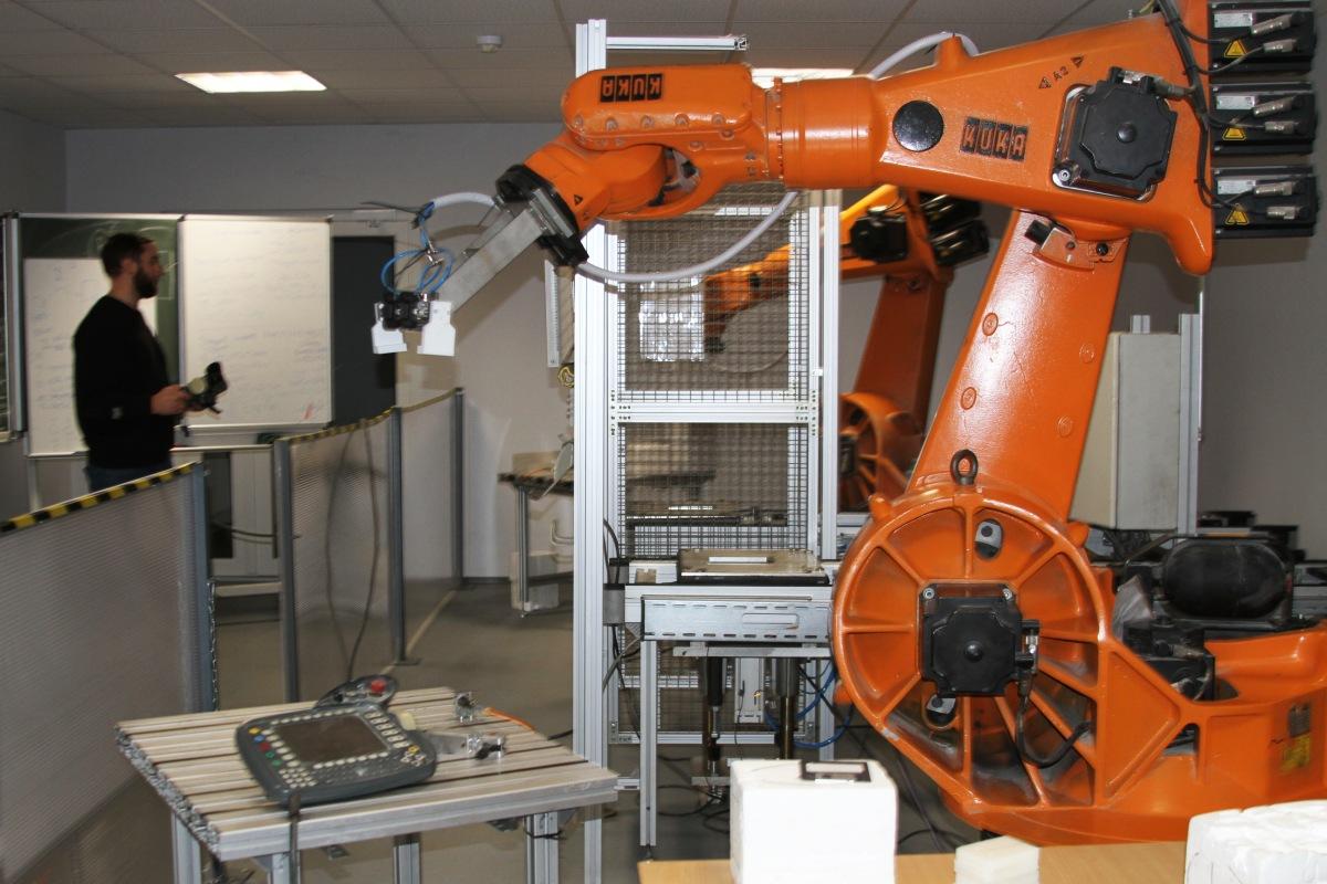 """""""Rūpniecisko robotu programmēšana"""" kursi"""